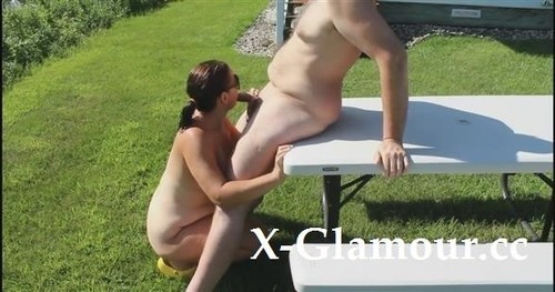 Amateurs - Getting Blown By My Horny Wifey In A Public Park
