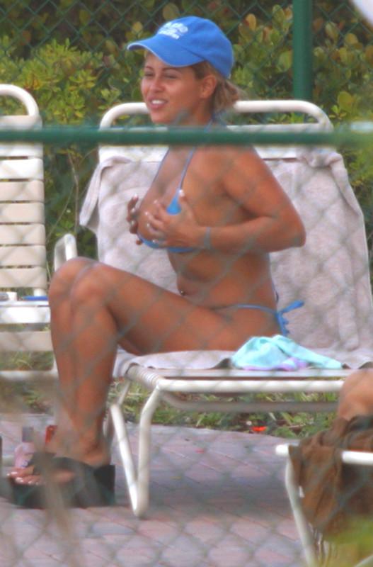 curvy milf in blue bikini