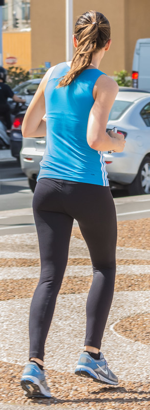 pretty jogger chick in black leggings
