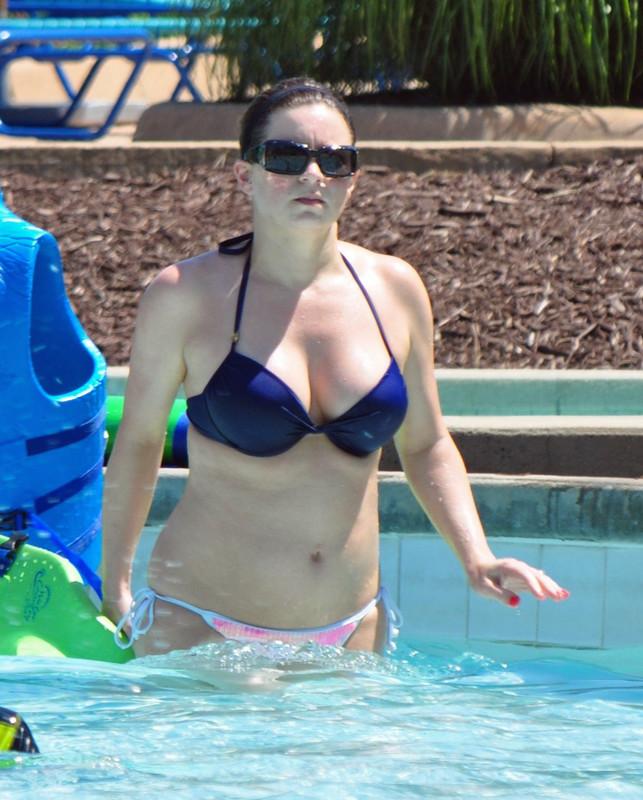 pool milf in candid wet bikini