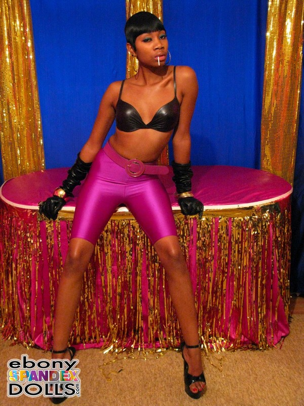 naughty ebony model Nyhoka in purple yogashorts