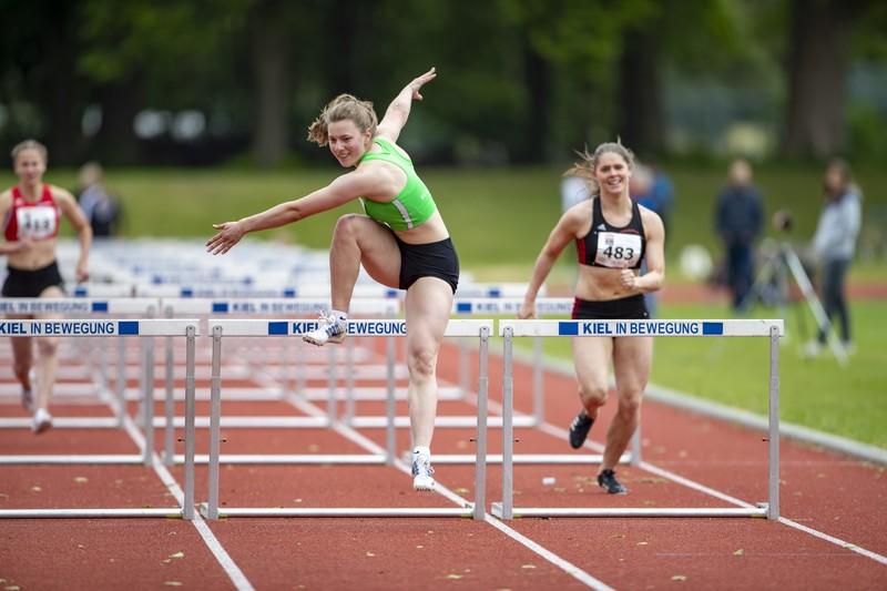 beautiful track & field girls in yogapants