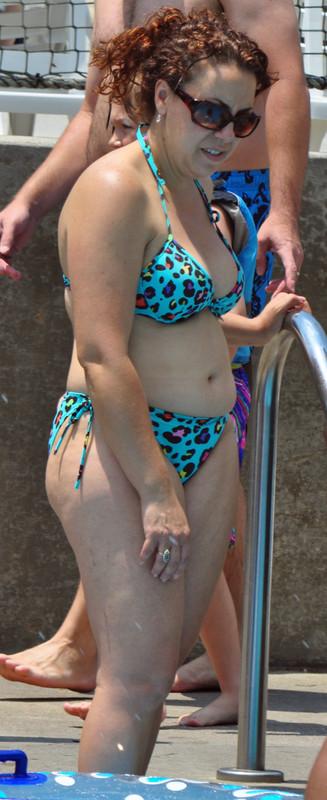 curvy milf in wet bikini