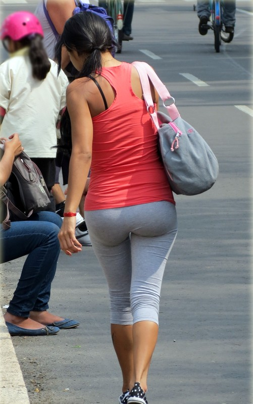 hispanic babe in grey yogapants