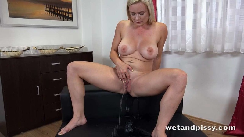 NEW! Big Boobed Blonde [HD 720P]