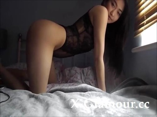 Amateurs - Flawless Asian Babe Puts On A Great Show On The Bed (SD)
