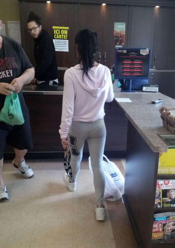 handsome lady in grey yogapants