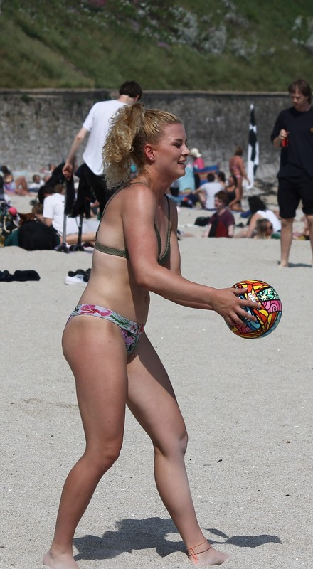beach volleyball girls naughty bikini pics