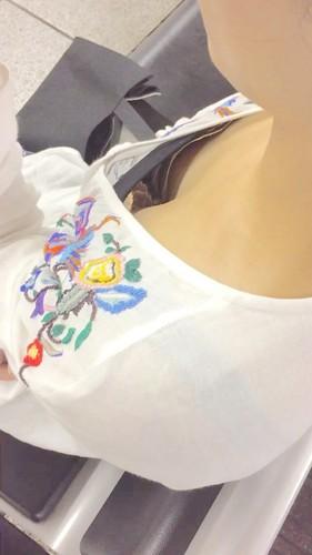 【胸チラHD画質】ちっぱい女性の胸チラ&ブラチラ