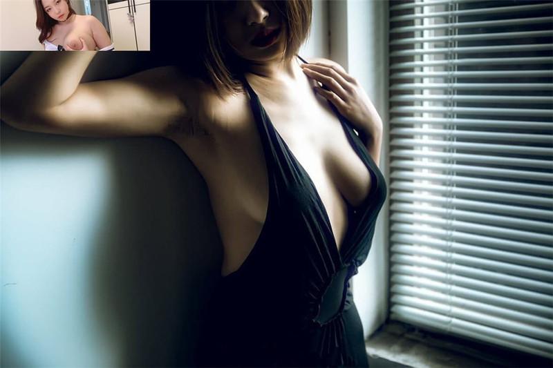 極品健美型身材美女,身材勻稱胸部豐滿非常有型,看得出來平時一直健身