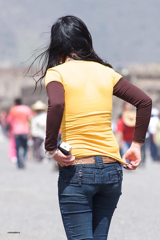 latina hottie in blue denim pants