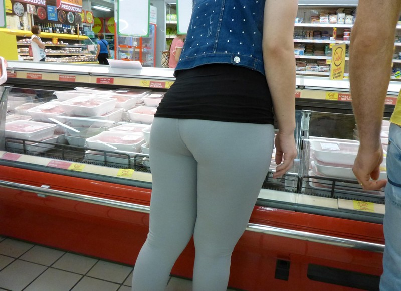 pretty milf ass in grey leggings
