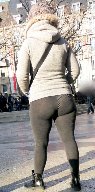 autumn milf booty in tight leggings