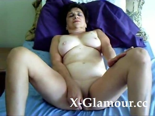 Mature Woman Is Still Wild In Her Bed [SD]