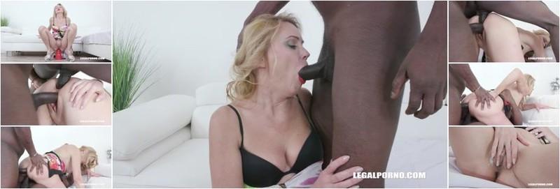 Maya Evans - First time for MILF Maya Evans to enjoy anal pounding with 2 BBC (HD)